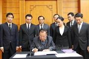 Lãnh đạo cấp cao Đảng, Nhà nước Lào viếng và ghi sổ tang nguyên Chủ tịch nước Lê Đức Anh