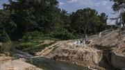 Malaysia đóng cửa hàng trăm trường học vì rò rỉ hóa chất