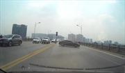 Xử lý nghiêm xe ô tô quay đầu dẫn đến va chạm liên hoàn trên cầu Vĩnh Tuy