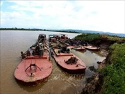 Bắt quả tang 4 tàu khai thác cát, gây sạt lở bờ sông Krông Nô