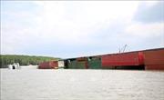 Hút 150 tấn dầu trong tàu bị chìm trên sông Lòng Tàu