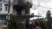 Cháy nhà giữa khu dân cư, 2 thiếu niên kịp thoát ra ngoài