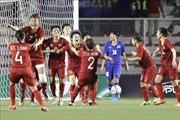 Chủ tịch Hội Phụ nữ Việt Nam chúc mừng và tặng thưởng Đội tuyển bóng đá nữ