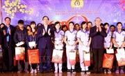 Đồng chí Trần Quốc Vượng thăm, tặng quà công nhân lao động tại tỉnh Phú Thọ