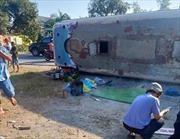 Lật xe chở công nhân tại Long An làm 2 người chết, 7 người bị thương