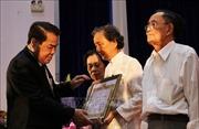 Cà Mau trao Huy hiệu Đảng tặng 43 đảng viên cao niên