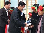 Trưởng ban Tuyên giáo Trung ương thăm, tặng quà Tết hộ nghèo, gia đình chính sách tại Hà Giang