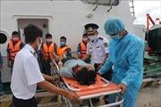 Cứu nạn thành công 5 ngư dân bị ngạt khí khi đang làm việc trên tàu