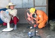 Niềm vui ở địa phương lần đầu tiên được đón điện lưới quốc gia