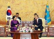 Chủ tịch Quốc hội Nguyễn Thị Kim Ngân hội kiến Tổng thống Hàn Quốc Moon Jae-in