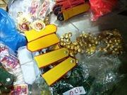 Quản lý thị trường Hà Nội tạm giữ 7 bao tải quân trang không rõ nguồn gốc