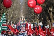 Biểu tình quy mô lớn phản đối chính sách kinh tế của chính phủ Italy