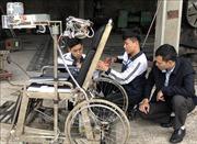 Học sinh Ninh Bình sáng chế giường hỗ trợ người mất khả năng vận động tay chân