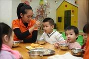 Hà Nội siết chặt quản lý an toàn thực phẩm trong trường học - Bài 2: Cùng giám sát để đảm bảo bữa ăn học đường