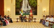 Phó Thủ tướng Vương Đình Huệ chào xã giao Cố vấn Nhà nước Myanmar