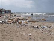 Rác ngập nhiều nơi trên bãi biển ở Long Hải