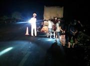 Chạy xe máy vào cao tốc Nội Bài - Lào Cai, hai thanh niên đâm vào xe đầu kéo tử vong