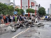 Xe Mercedes cháy rụi trên đường ở Cầu Giấy, 1 phụ nữ tử vong tại chỗ