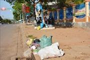 Rác thải tại thị trấn Buôn Trấp nhiều ngày không được thu gom