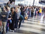 Thiếu nhân viên soi chiếu hành lý tại sân bay, dân Mỹ than trời vì xếp hàng