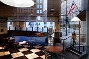 Cả trăm nghìn nhân viên Chính phủ Mỹ nghỉ việc, quán xá Washington ế ẩm