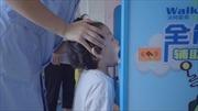 Xem 'bác sĩ' robot kiểm tra sức khỏe cho trẻ mầm non