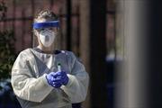 Nghịch lý giữa đại dịch COVID-19: Bệnh viện Mỹ sa thải hàng loạt nhân viên