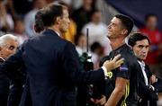 Cristiano Ronaldo rớt nước mắt rời trận Champions League đầu tiên khoác áo Juventus