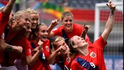 Ngộ nghĩnh những pha ăn mừng tại World Cup bóng đá dành cho phái đẹp