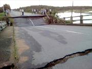 Bình Thuận: Sập cầu đôi đập tràn xã Tân Hà, giao thông đi lại khó khăn