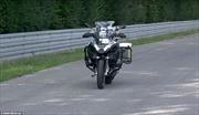 Xem xe máy tự lái của BMW vít ga, vào cua với tốc độ chóng mặt