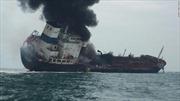 Tàu chở dầu treo cờ Việt Nam cháy ngoài khơi Hong Kong