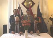 Cục Ngoại vụ và Asia House ký biên bản ghi nhớ thúc đẩy hợp tác thương mại, đầu tư Anh-Việt