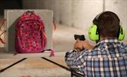 Sau loạt vụ xả súng đẫm máu, ba lô chống đạn 'cháy hàng' tại Mỹ