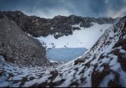 Bí ẩn hồ nước trên núi băng Himalaya chứa hàng trăm bộ xương người