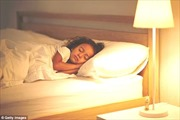 Xôn xao vụ bé gái 7 tuổi dậy thì sớm do ngủ không tắt đèn