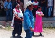 Thị trưởng Mexico bị ép mặc váy diễu phố vì không giữ lời hứa