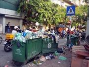 'Nóng' với cháy rừng miền Trung và rác thải ngập đường Hà Nội…