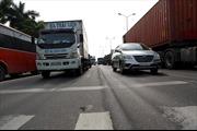 Đường hằn 'sống trâu', quốc lộ 5 'gồng mình' gánh xe quá tải