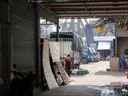 Vụ 'bảo kê' chợ Long Biên:  Tạm đình chỉ công tác Phó Ban quản lý chợ và hai tổ bốc dỡ