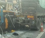 Tai nạn xe khách trên cao tốc Nội Bài - Lào Cai khiến 6 người thương vong