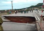 Bão số 2 gây sụt lún đường làm 5 người thương vong tại Thanh Hóa