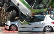 Ô tô 7 chỗ va chạm mạnh với xe tải trên Quốc lộ 10, ba người bị thương