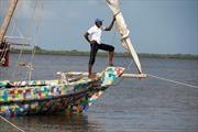 Thuyền làm từ nhựa tái chế truyền cảm hứng cho chiến dịch 'Làm sạch biển'