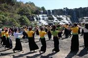 Đi lễ hội, 'nổi lửa' luôn dưới chân thác Pongour