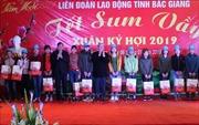 Thường trực Ban Bí thư Trần Quốc Vượng thăm, tặng quà công nhân lao động tại Bắc Giang