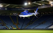 Khoảnh khắc trực thăng chở ông chủ Leicester City xoay tròn, đâm xuống đất