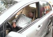 Có nên đóng cửa, bật điều hoà trên ô tô để ngủ qua đêm?