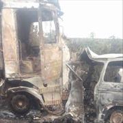 Kinh hoàng xe buýt nổ tung tại Nigeria, 18 người thiệt mạng