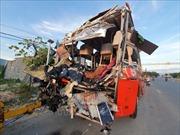 Hai xe giường nằm đâm nhau trong đêm, ít nhất 25 người thương vong